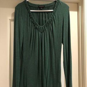 V neck long sleeve shirt